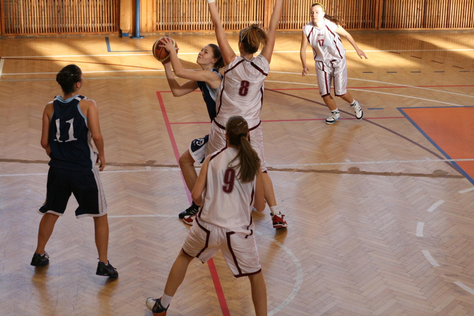 bk-zs-zvolen-bk-petrzalka-basketbal-juniorky-13