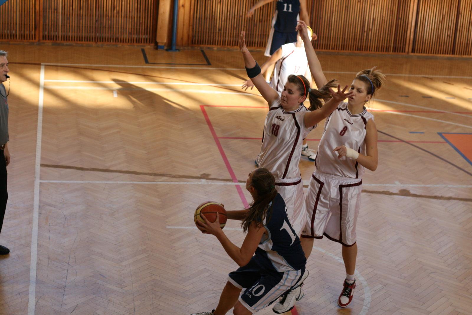 bk-zs-zvolen-bk-petrzalka-basketbal-juniorky-3