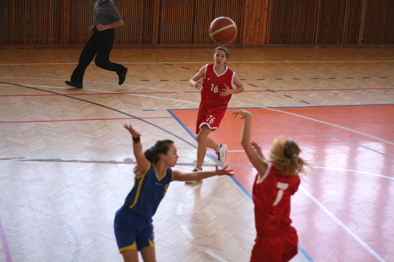 bk-zs-zvolen-bkz-lokomotiva-sered-basketbal-kadetky-8