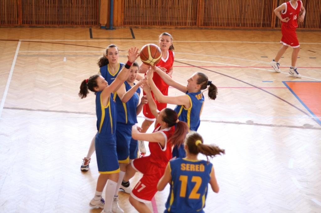 bk-zs-zvolen-bkz-lokomotiva-sered-basketbal-kadetky-9