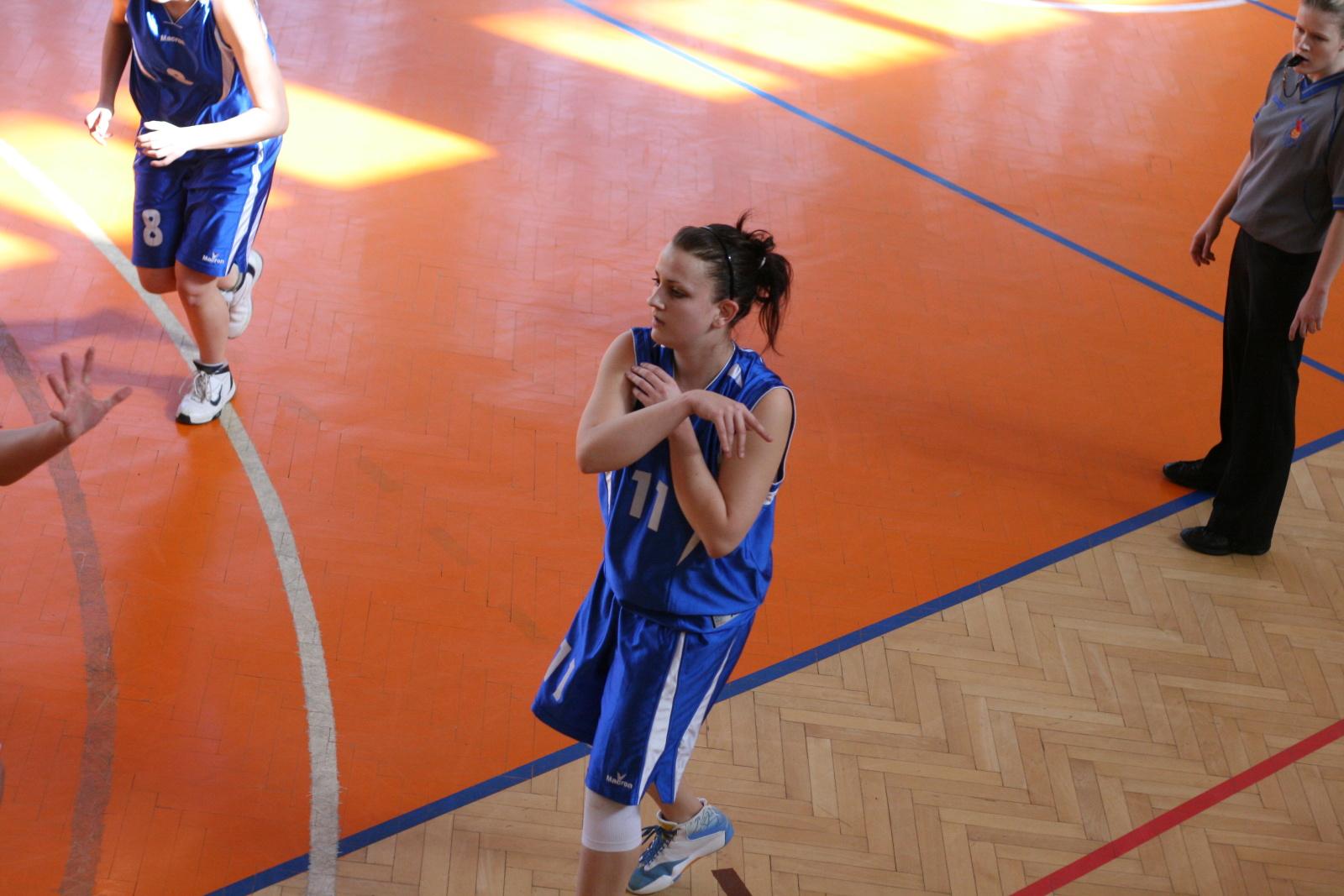 bk-zs-zvolen-klokani-ivanka-pri-dunaji-basketbal-kadetky-16