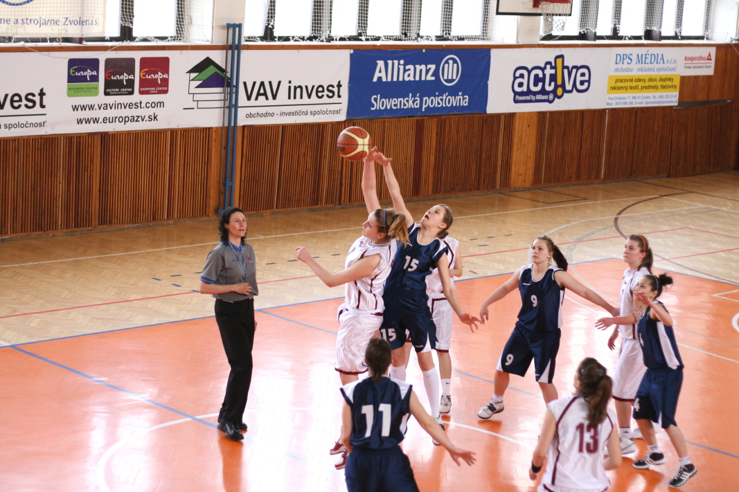 bk-zs-zvolen-bkz-lokomotiva-sered-juniorky-basketbal-1