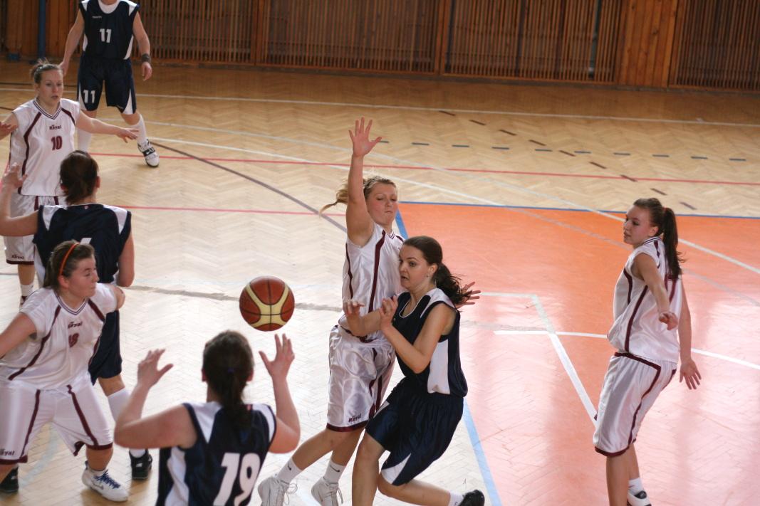 bk-zs-zvolen-bkz-lokomotiva-sered-juniorky-basketbal-10