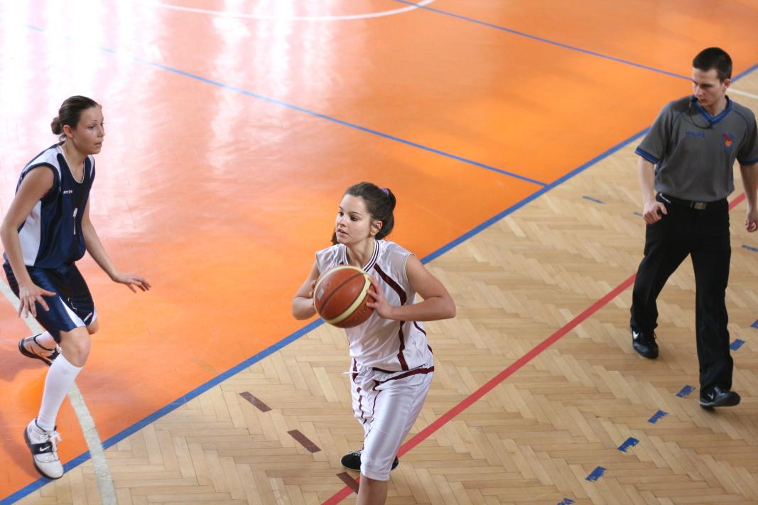 bk-zs-zvolen-bkz-lokomotiva-sered-juniorky-basketbal-11