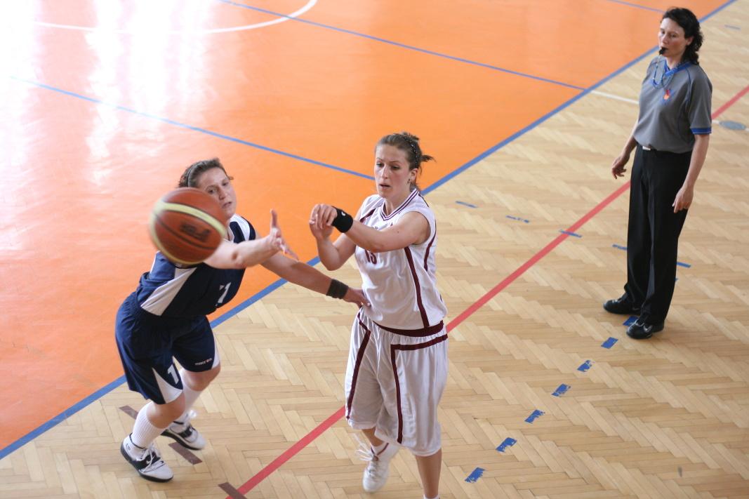bk-zs-zvolen-bkz-lokomotiva-sered-juniorky-basketbal-12