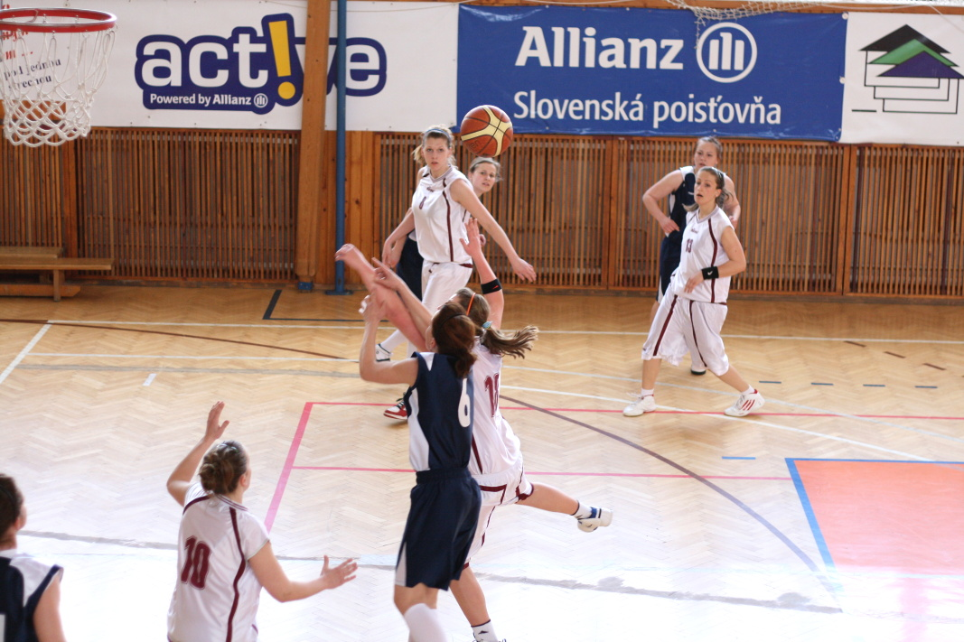 bk-zs-zvolen-bkz-lokomotiva-sered-juniorky-basketbal-3