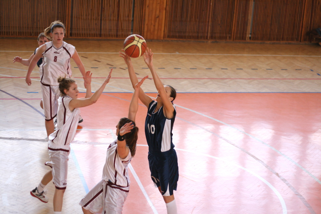 bk-zs-zvolen-bkz-lokomotiva-sered-juniorky-basketbal-4
