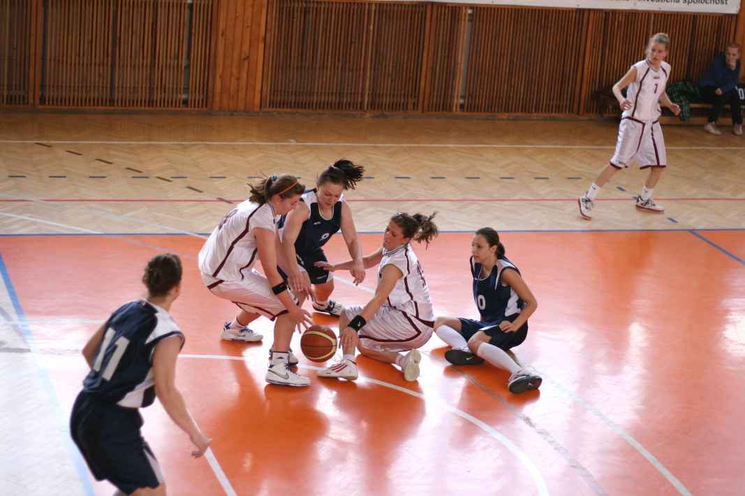 bk-zs-zvolen-bkz-lokomotiva-sered-juniorky-basketbal-5