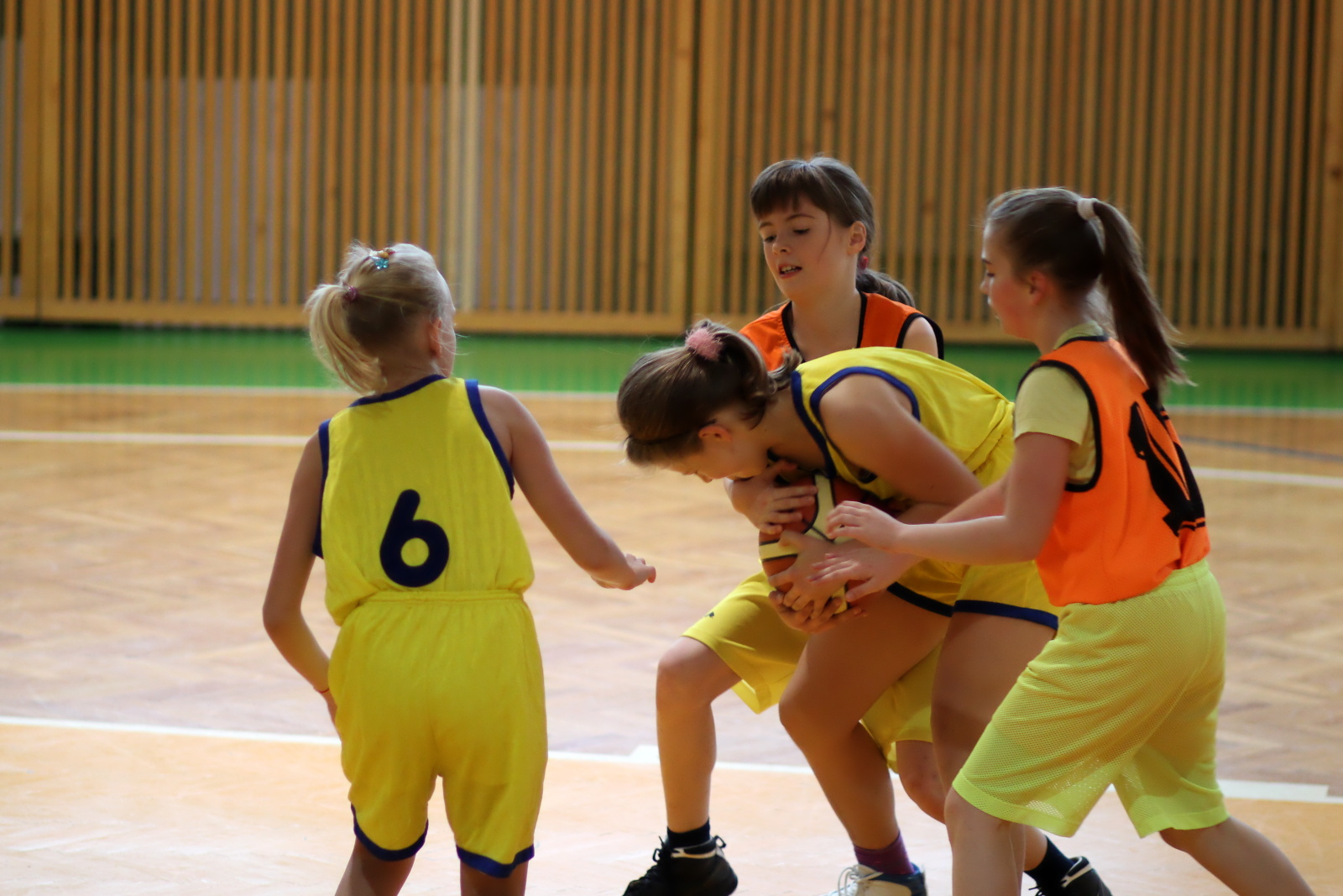 zvolen-banska-bystrica-basketbal-mini-ziacky-4