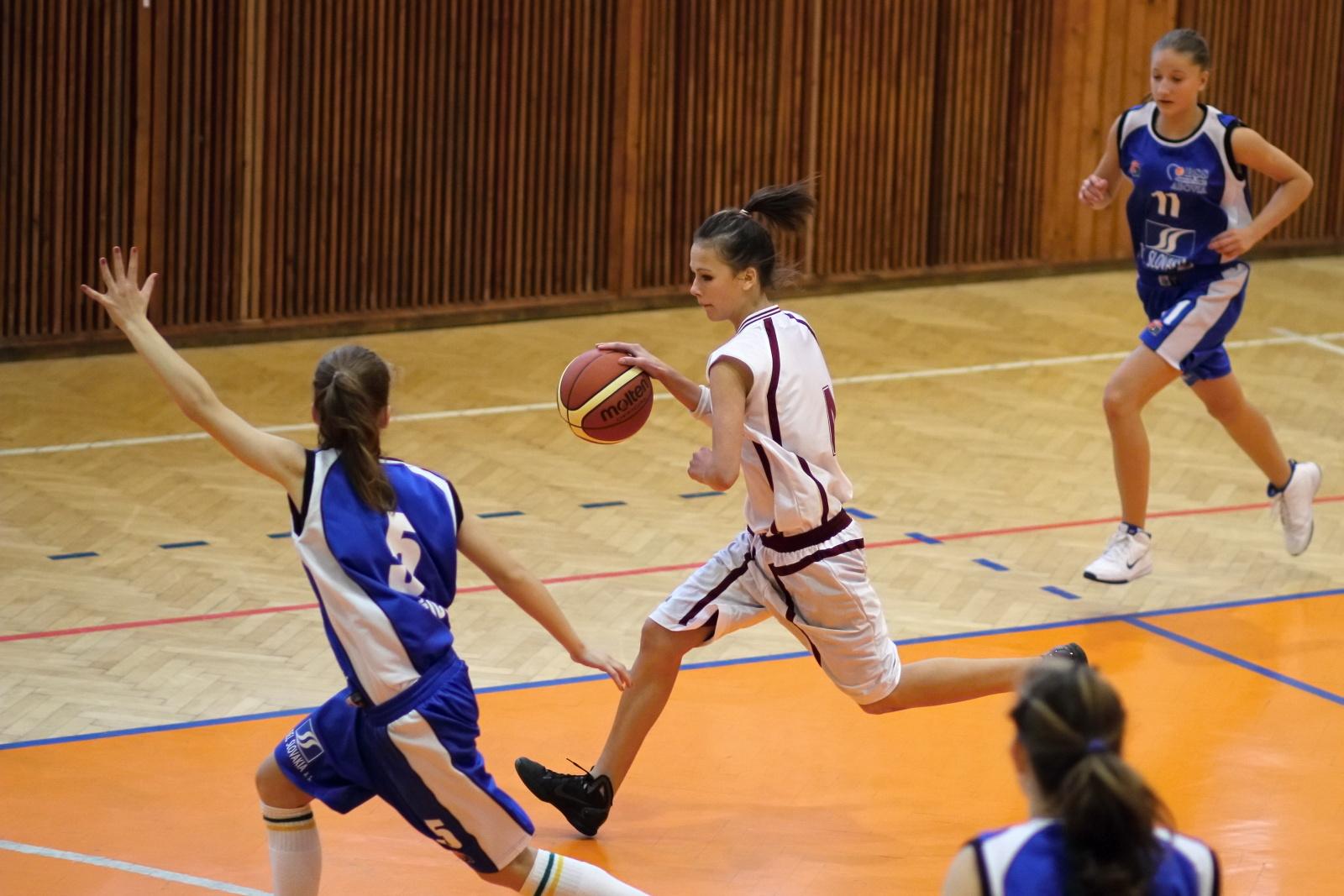 bk-zvolen-abovia-kosice-ziacky-basketbal-2011-14