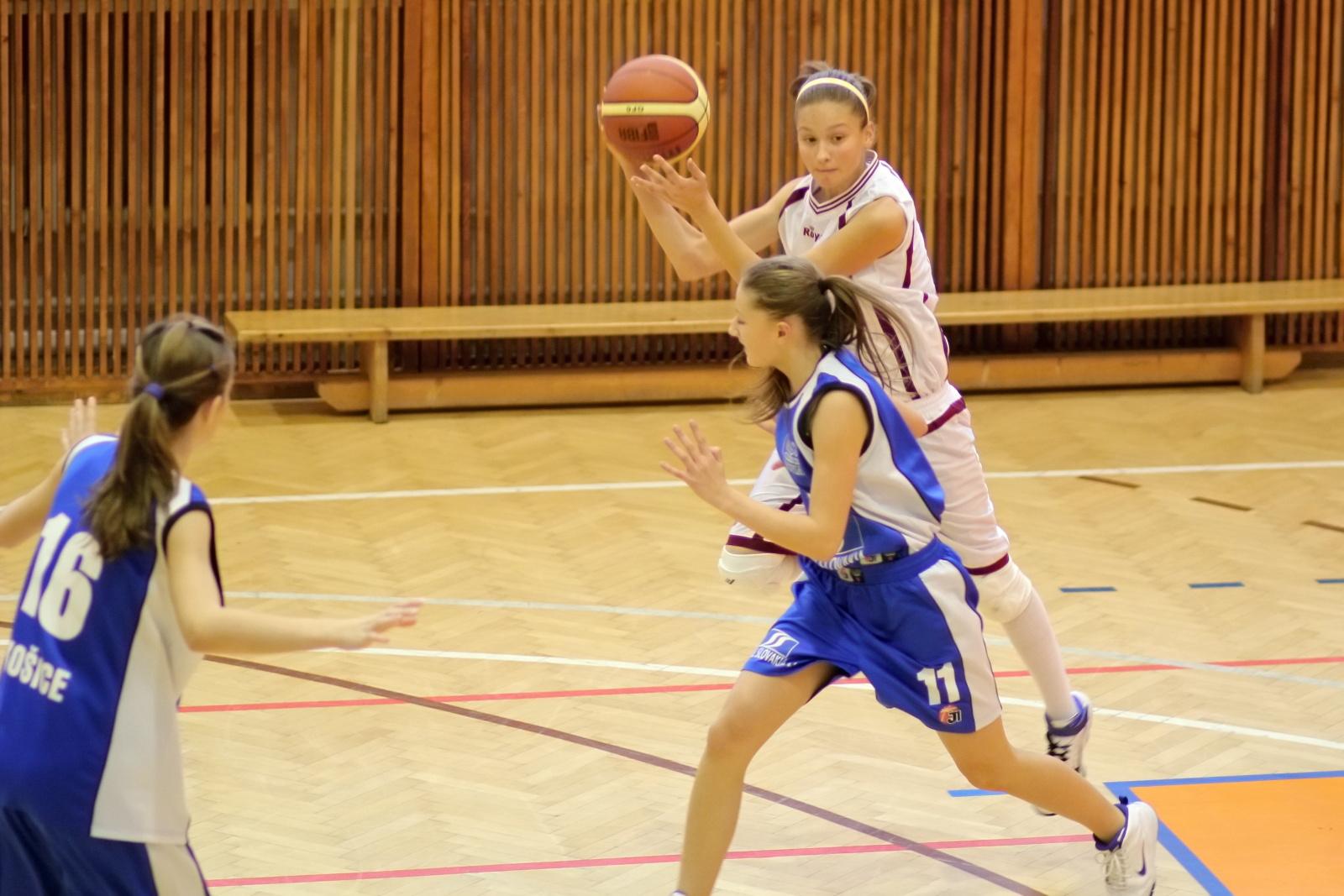bk-zvolen-abovia-kosice-ziacky-basketbal-2011-15