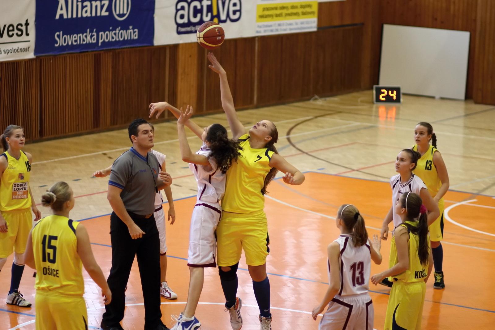 bk-zvolen-tydam-kosice-ziacky-basketbal-2011-1