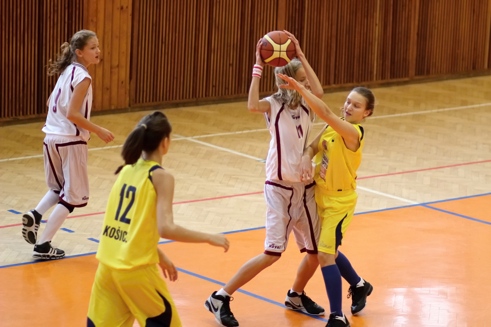 bk-zvolen-tydam-kosice-ziacky-basketbal-2011-11