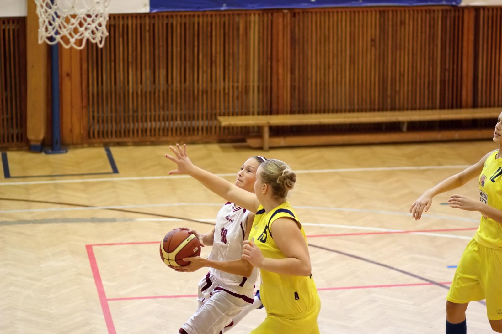 bk-zvolen-tydam-kosice-ziacky-basketbal-2011-13