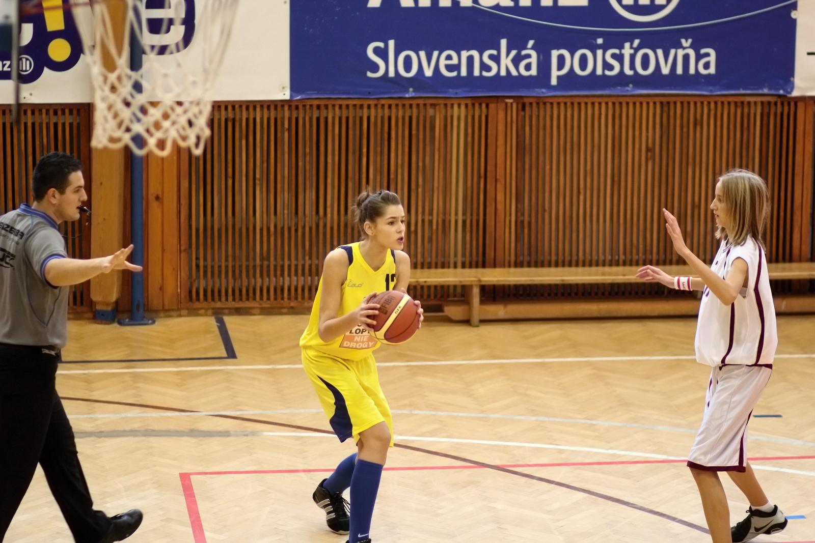 bk-zvolen-tydam-kosice-ziacky-basketbal-2011-15