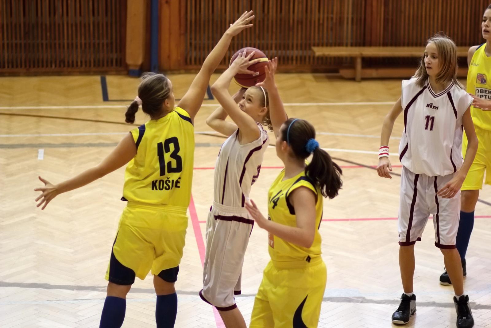 bk-zvolen-tydam-kosice-ziacky-basketbal-2011-16