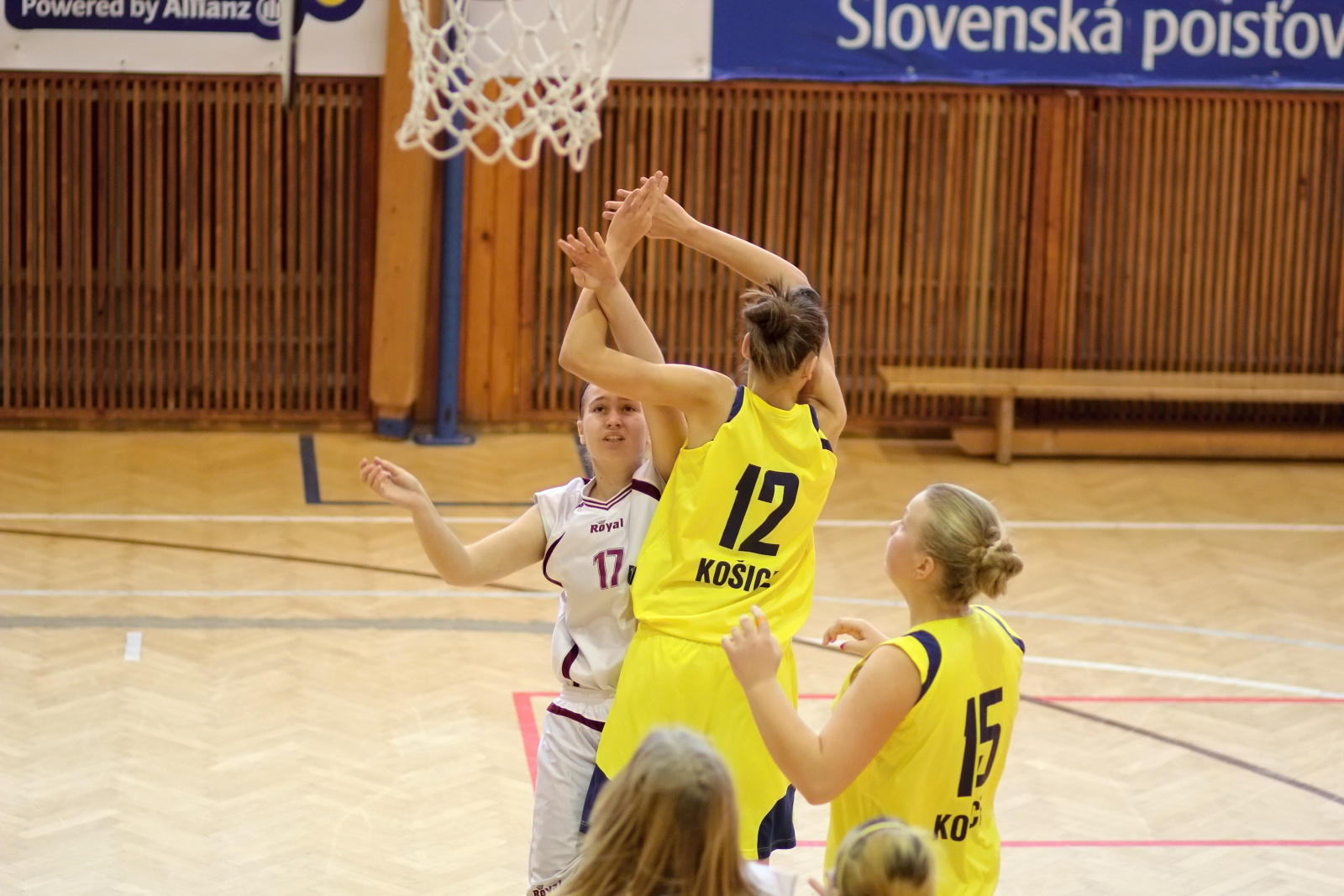 bk-zvolen-tydam-kosice-ziacky-basketbal-2011-17