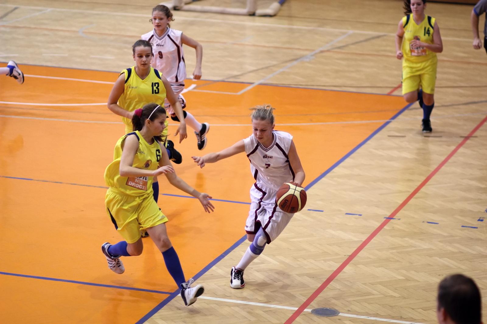 bk-zvolen-tydam-kosice-ziacky-basketbal-2011-18