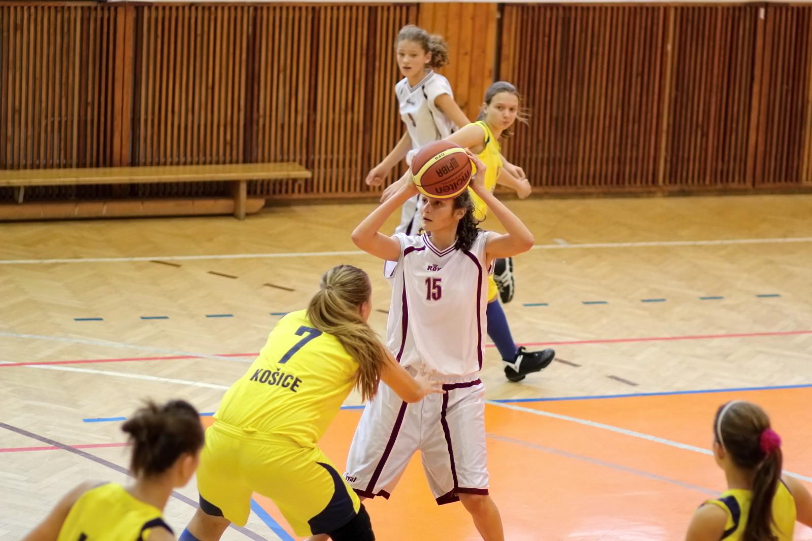 bk-zvolen-tydam-kosice-ziacky-basketbal-2011-19