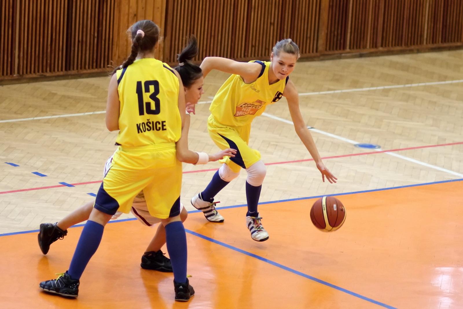 bk-zvolen-tydam-kosice-ziacky-basketbal-2011-2