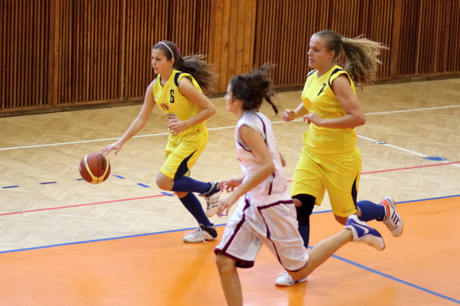 bk-zvolen-tydam-kosice-ziacky-basketbal-2011-3