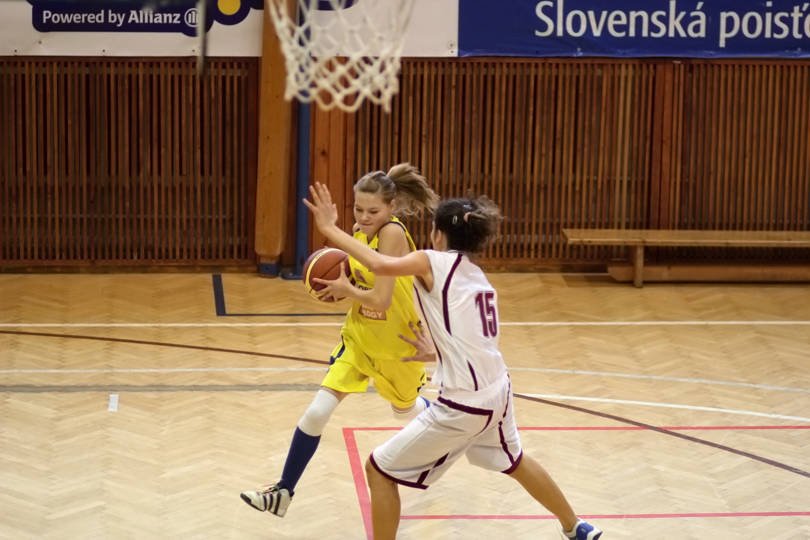 bk-zvolen-tydam-kosice-ziacky-basketbal-2011-4