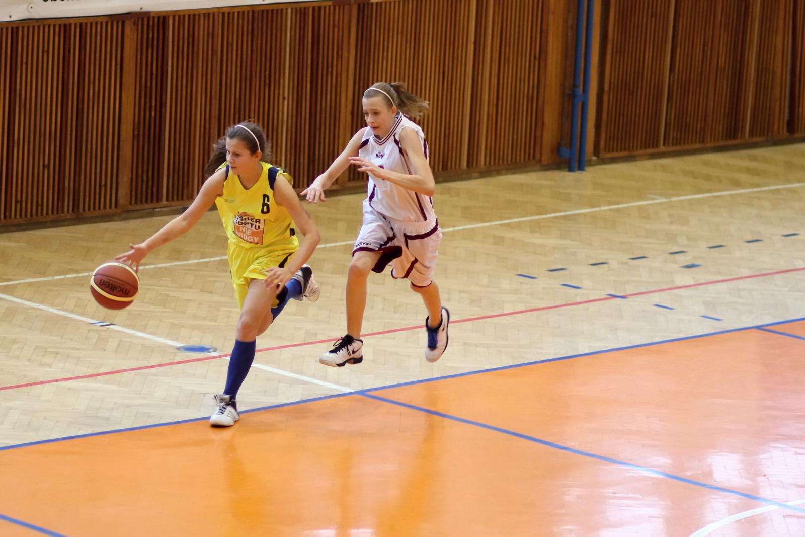 bk-zvolen-tydam-kosice-ziacky-basketbal-2011-6