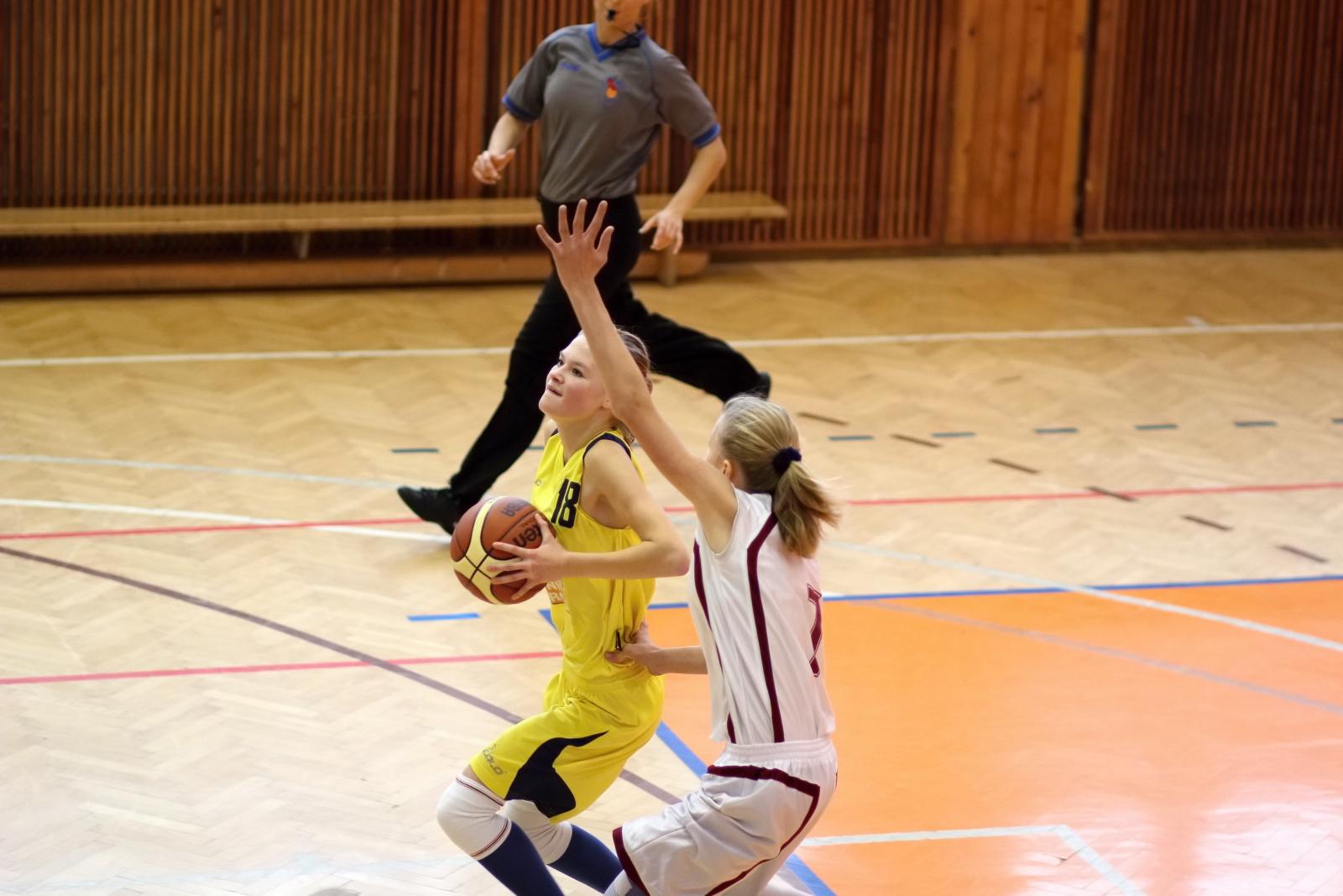 bk-zvolen-tydam-kosice-ziacky-basketbal-2011-9