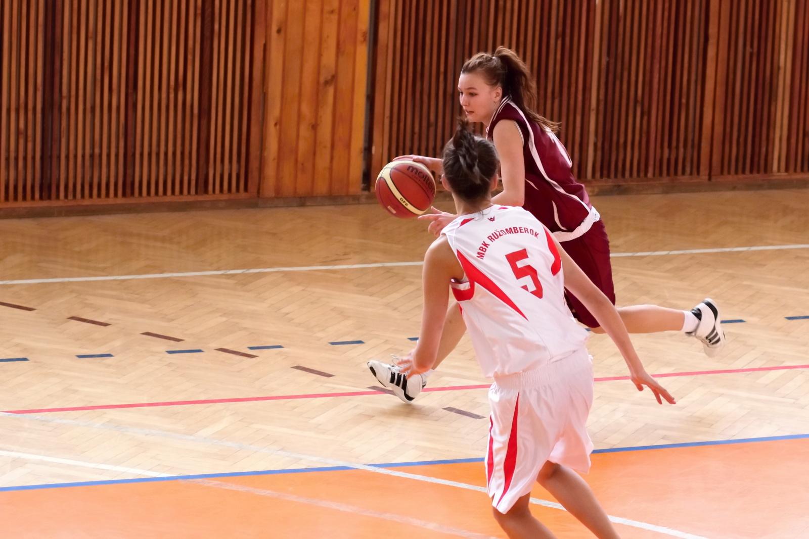 bk-zvolen-mbk-ruzomberok-juniorky-basketbal-10