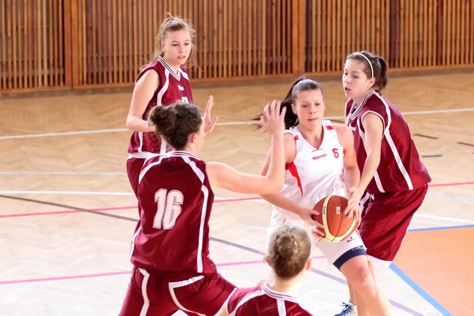 bk-zvolen-mbk-ruzomberok-juniorky-basketbal-2