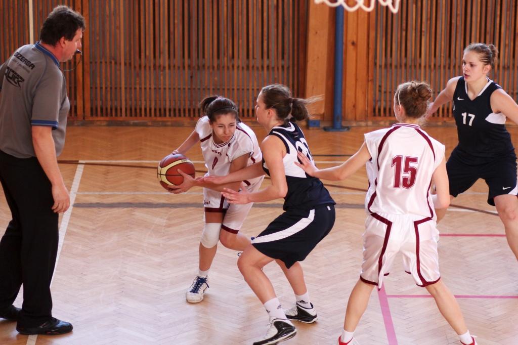 bk-zvolen-bk-petrzalka-basketbal-juniorky-11