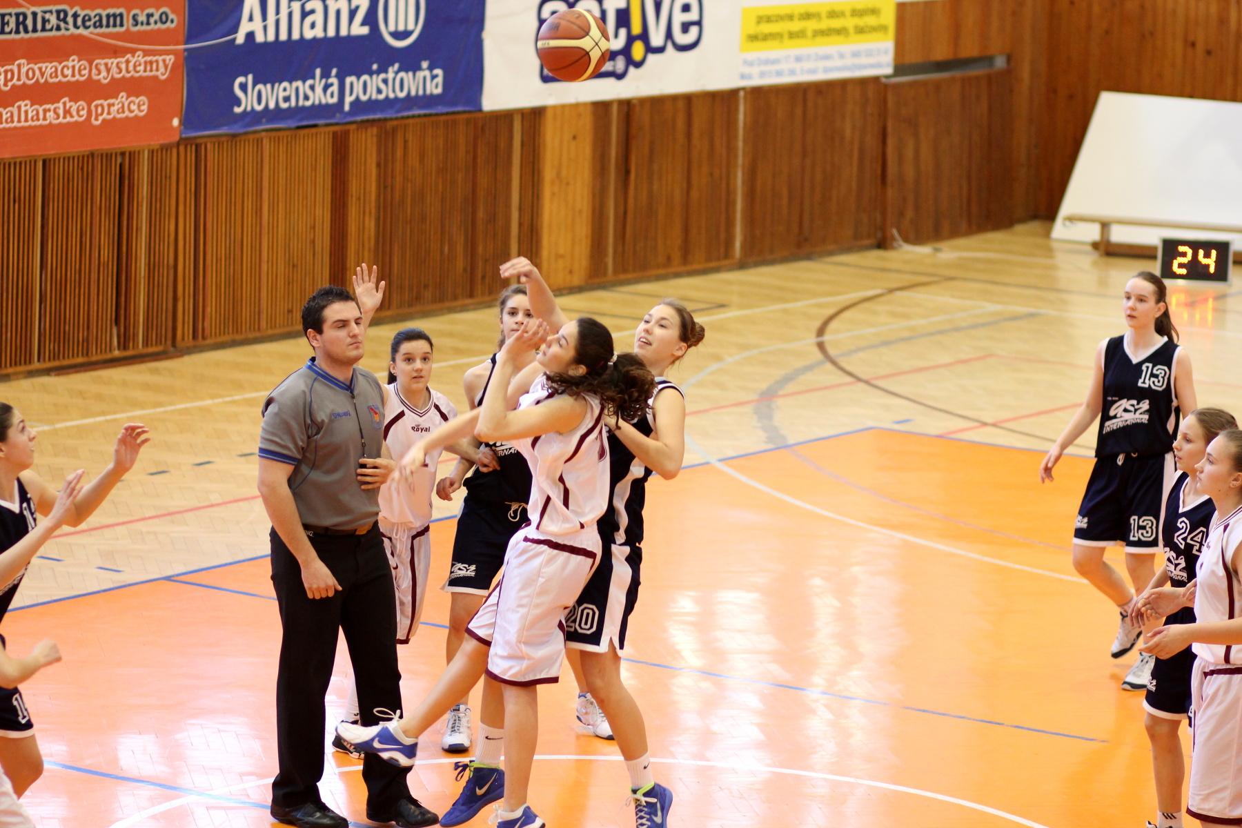 bk-zvolen-bk-petrzalka-ziacky-basketbal-1