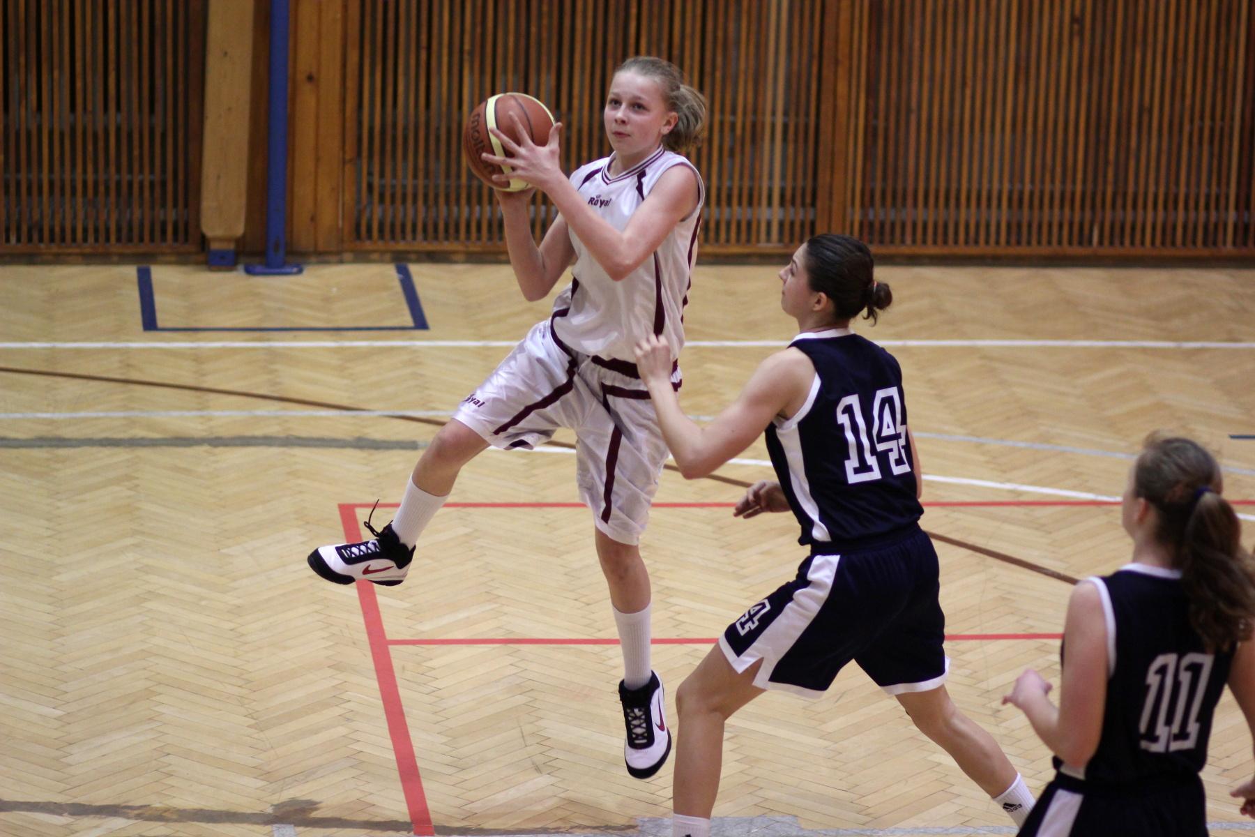 bk-zvolen-bk-petrzalka-ziacky-basketbal-17