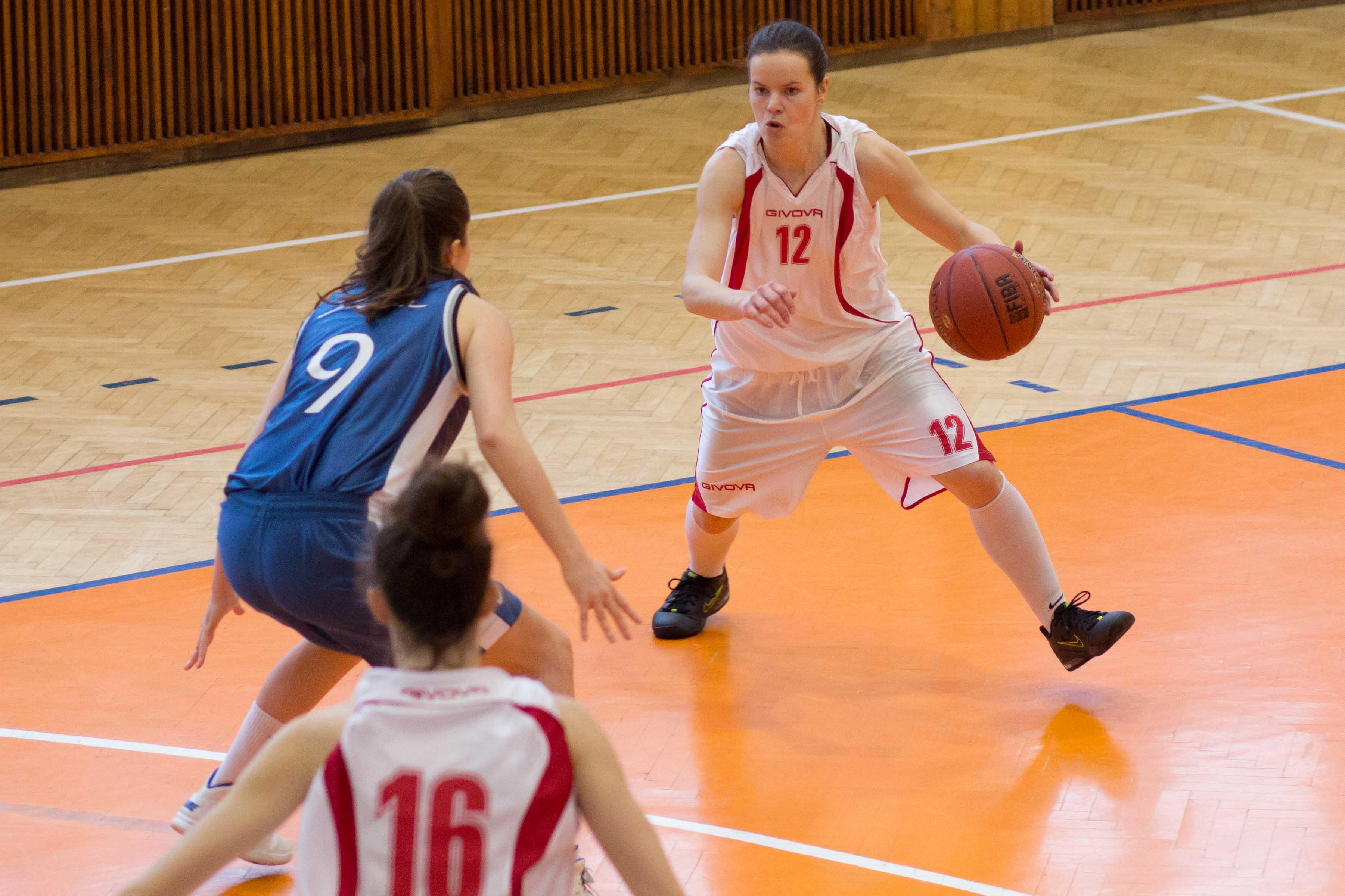 bk-zvolen-bk-slovan-bratislava-2013-zeny-basketbal-7