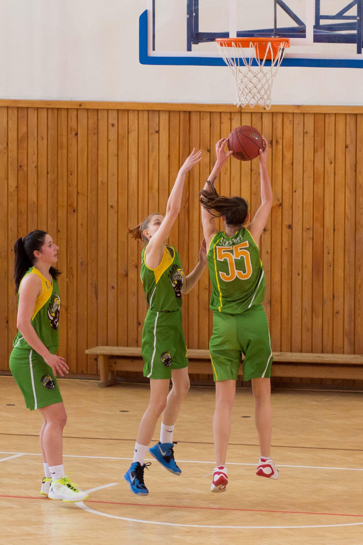 bk-zs-zvolen-mbk-stara-tura-2013-zeny-basketbal-11