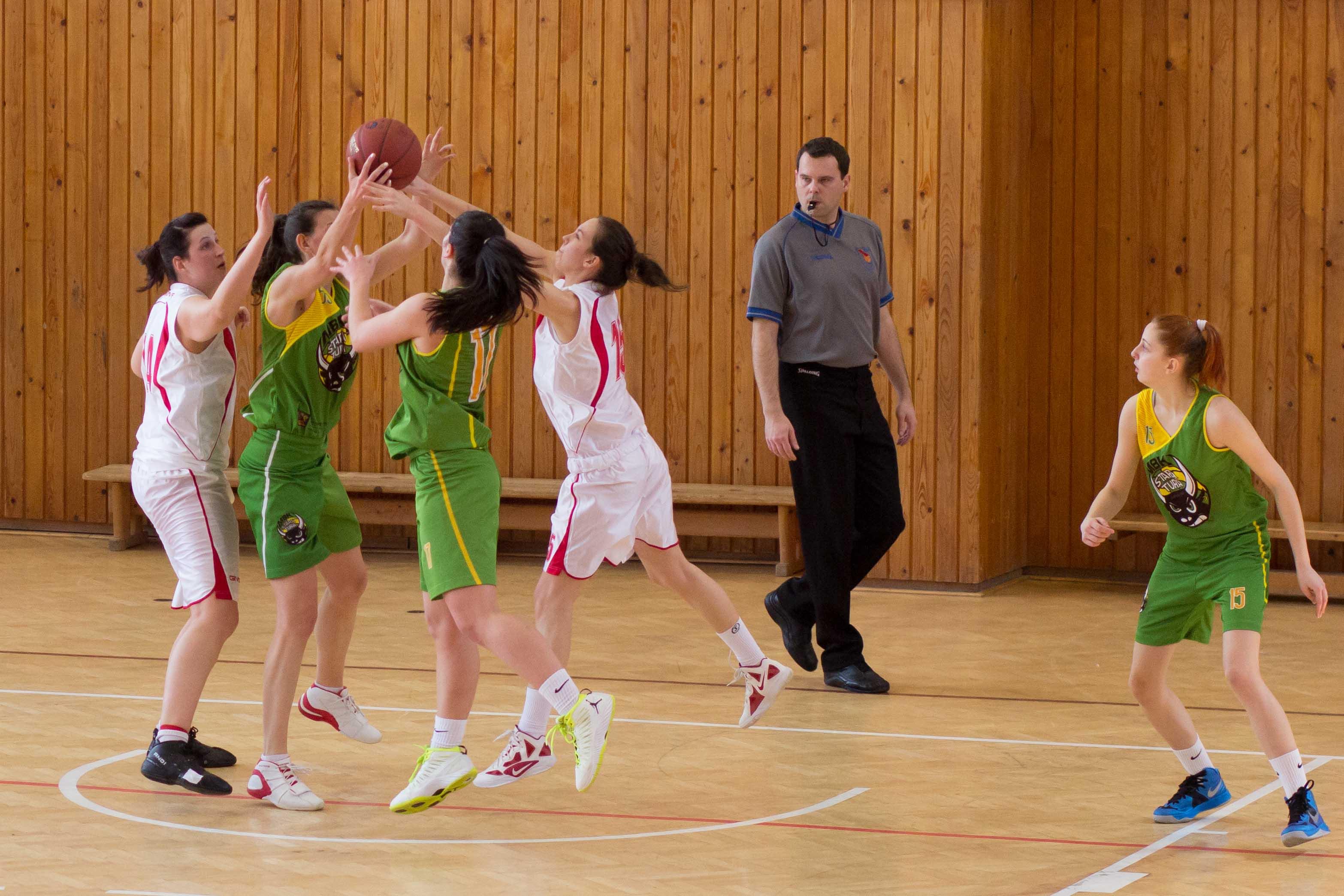 bk-zs-zvolen-mbk-stara-tura-2013-zeny-basketbal-13