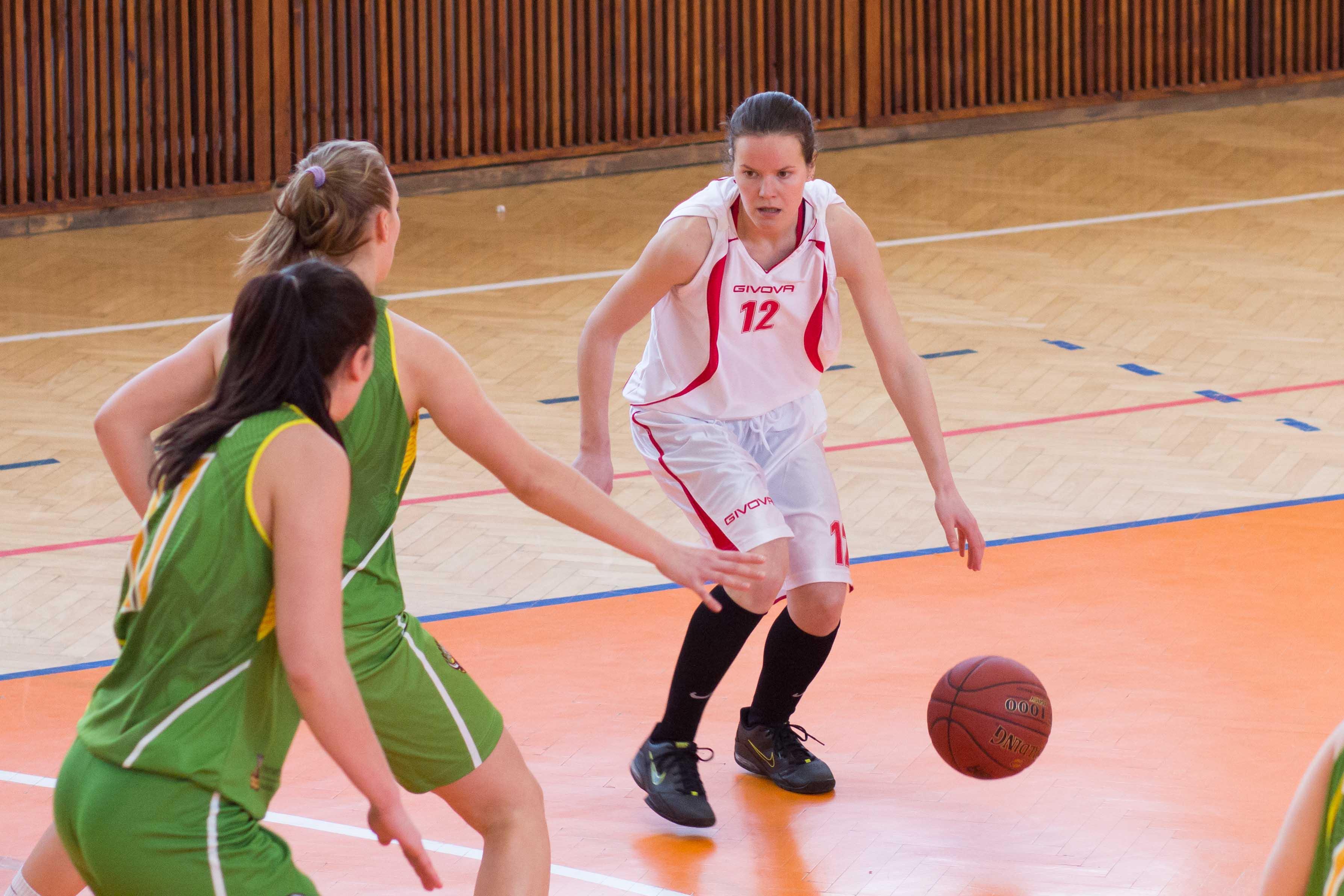 bk-zs-zvolen-mbk-stara-tura-2013-zeny-basketbal-14