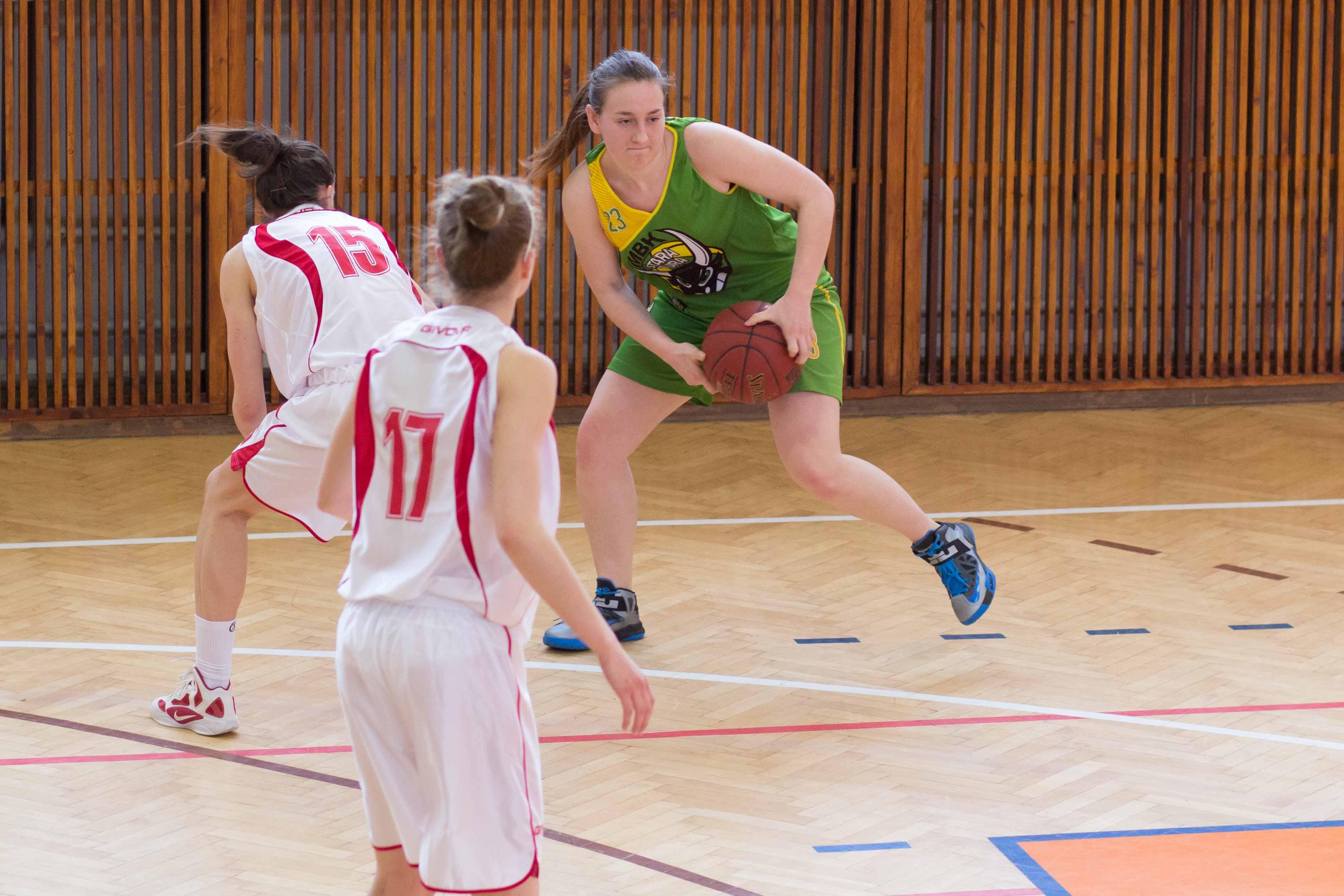 bk-zs-zvolen-mbk-stara-tura-2013-zeny-basketbal-6