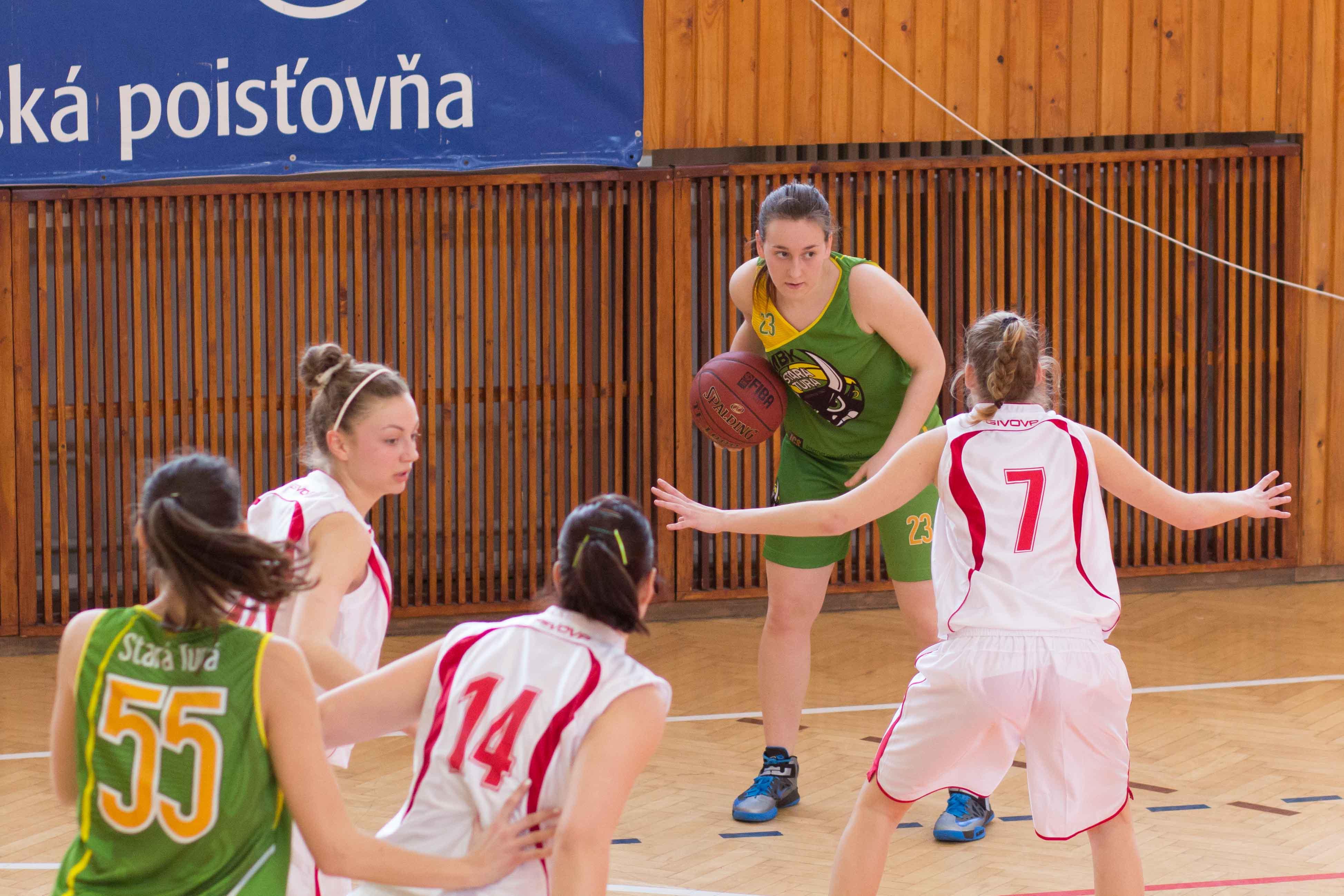 bk-zs-zvolen-mbk-stara-tura-2013-zeny-basketbal-9