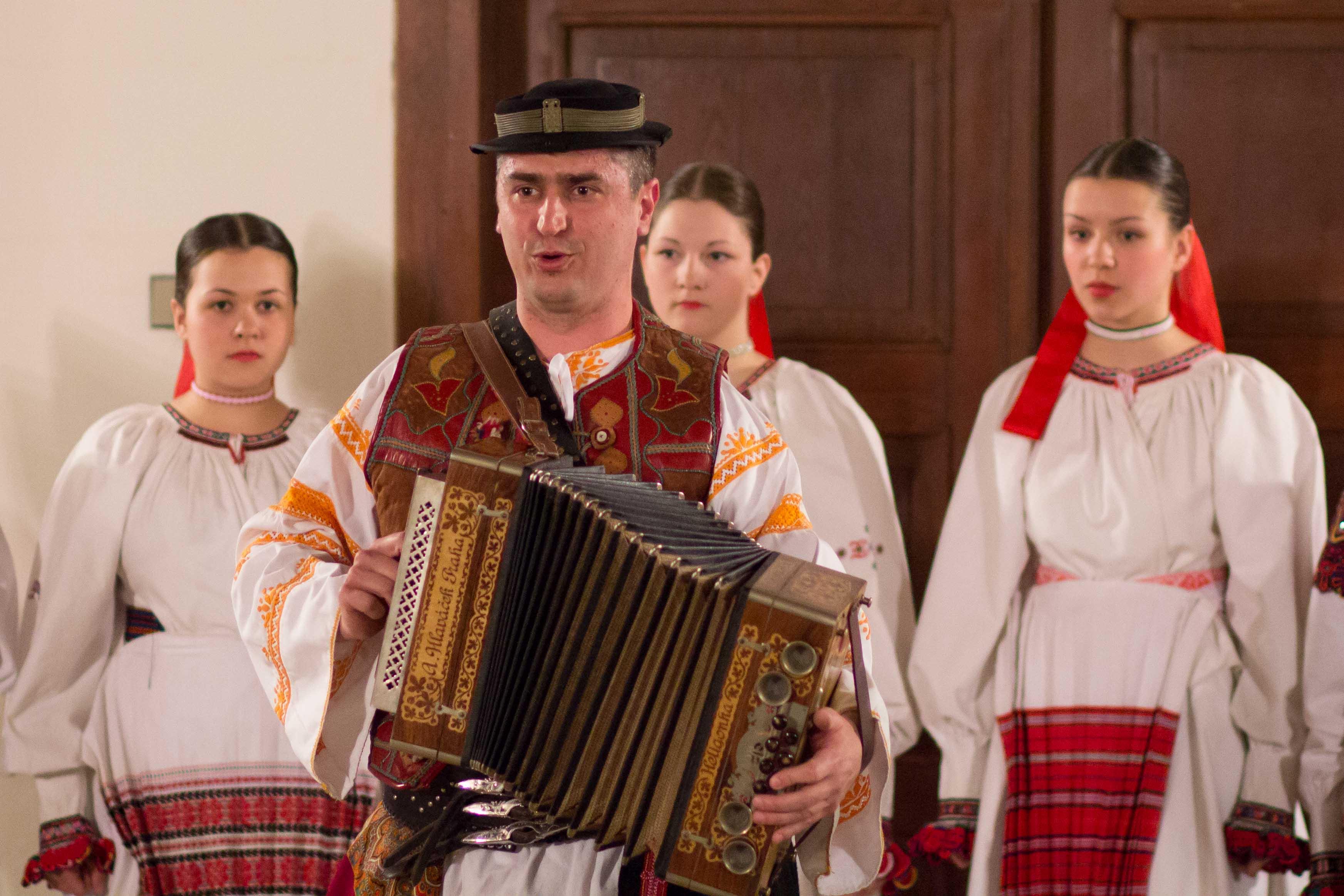 zivot-s-piesnou-zvon-2013-zamok-3