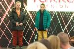 mladé deti na predvádzacom móle