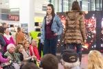 mladé dievčatá na predvádzacom móle