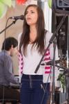 pekne mlade spievajuce dievca