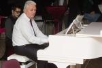 muz hra za klavirom