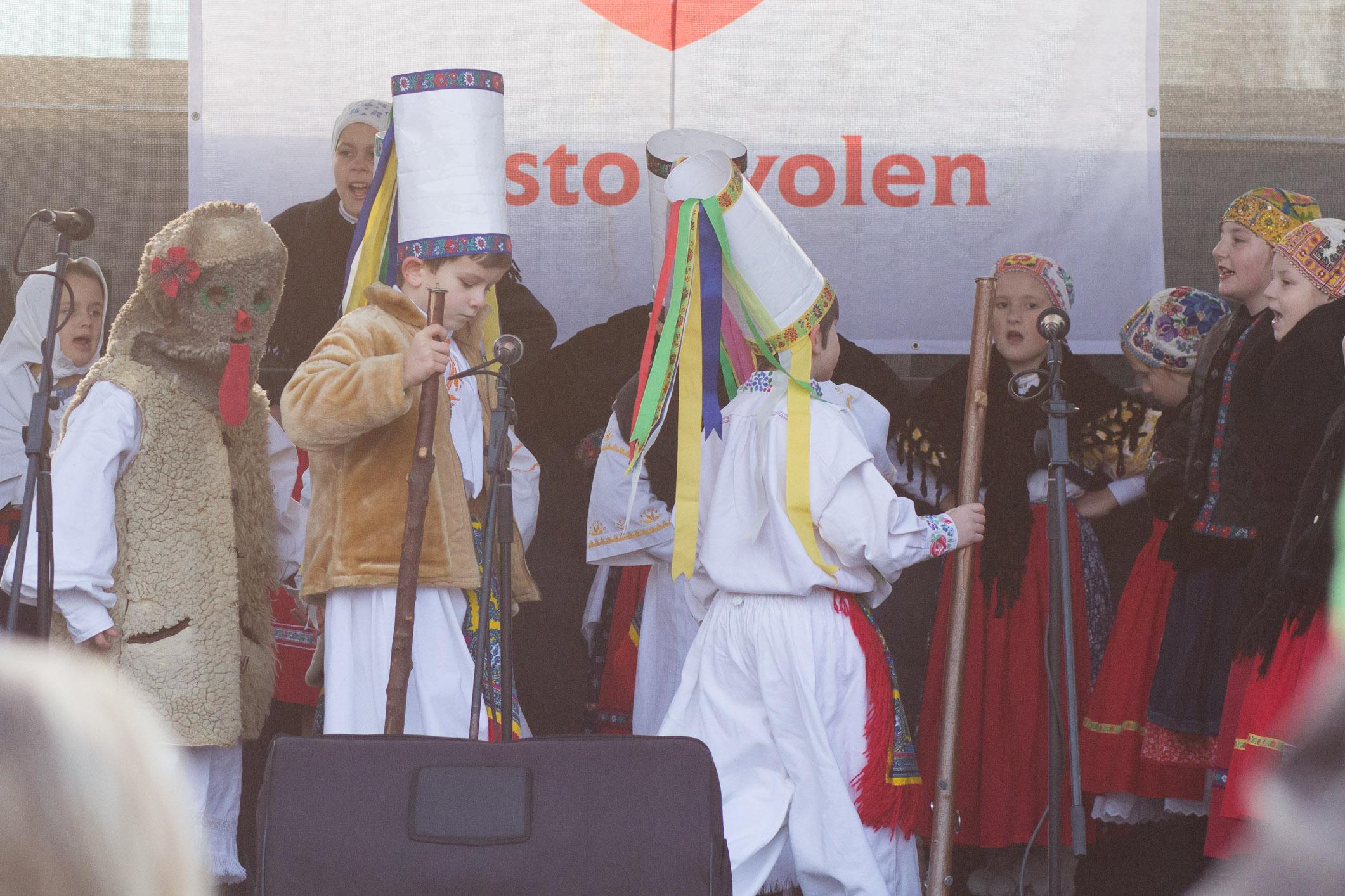 dfs-huncutik-vianocne-namestie-2014-zvolen-1