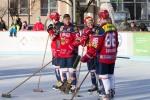 radostna atmosfera pred hokejovym zapasom