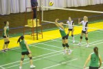 dievcata hraju volejbal