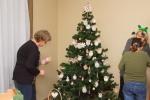 ozdobovanie vianocneho stromceka