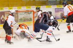 zeny hraju na lade hokej