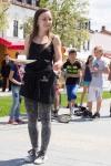 mladé dievča so šálkou v ruke - Lucia Fryčová